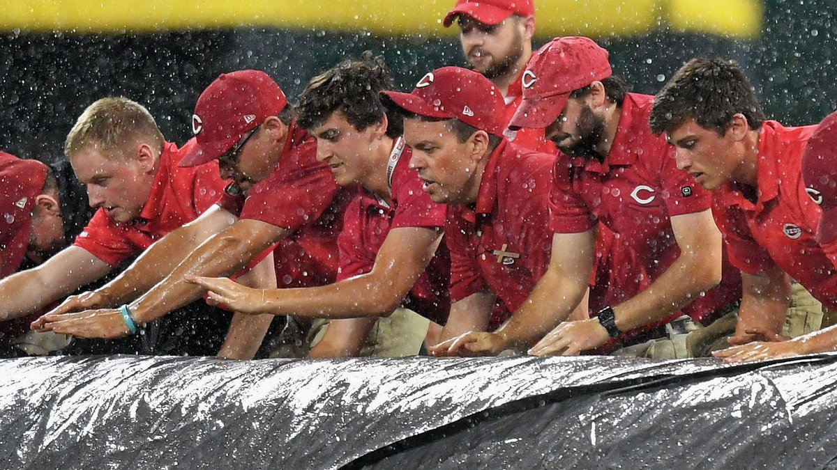We've entered into a rain delay in the bottom of the third inning.