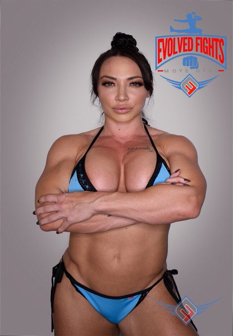 New improved #profilepic of @sexybrandimae #musclewoman #fitnessmodel #fitessmotivation #theboulder https://t