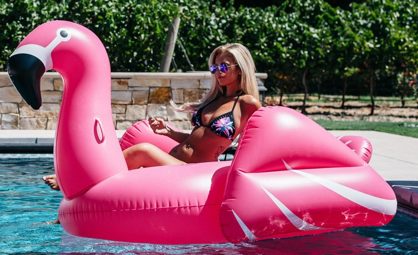 Rude Friend Shows Up to Pool Party Without Cellulite: ow.ly/cvNY50ipr3f