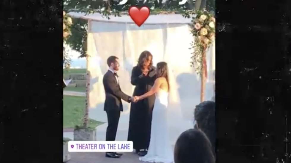 Michelle Obama officiated Chicago wedding https://t.co/LrmeeMOo6b https://t.co/rzmOEwUU90