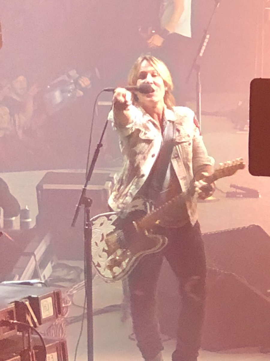 Keith Urban News Update…Keith In Concert…*Graffiti U* World Tour