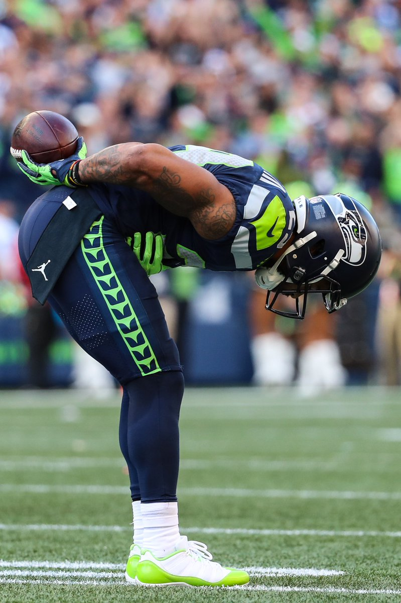#SoleWatch: @Earl_Thomas takes a bow in Air Jordan 11 Low PE cleats. 📸: @AbbsParr