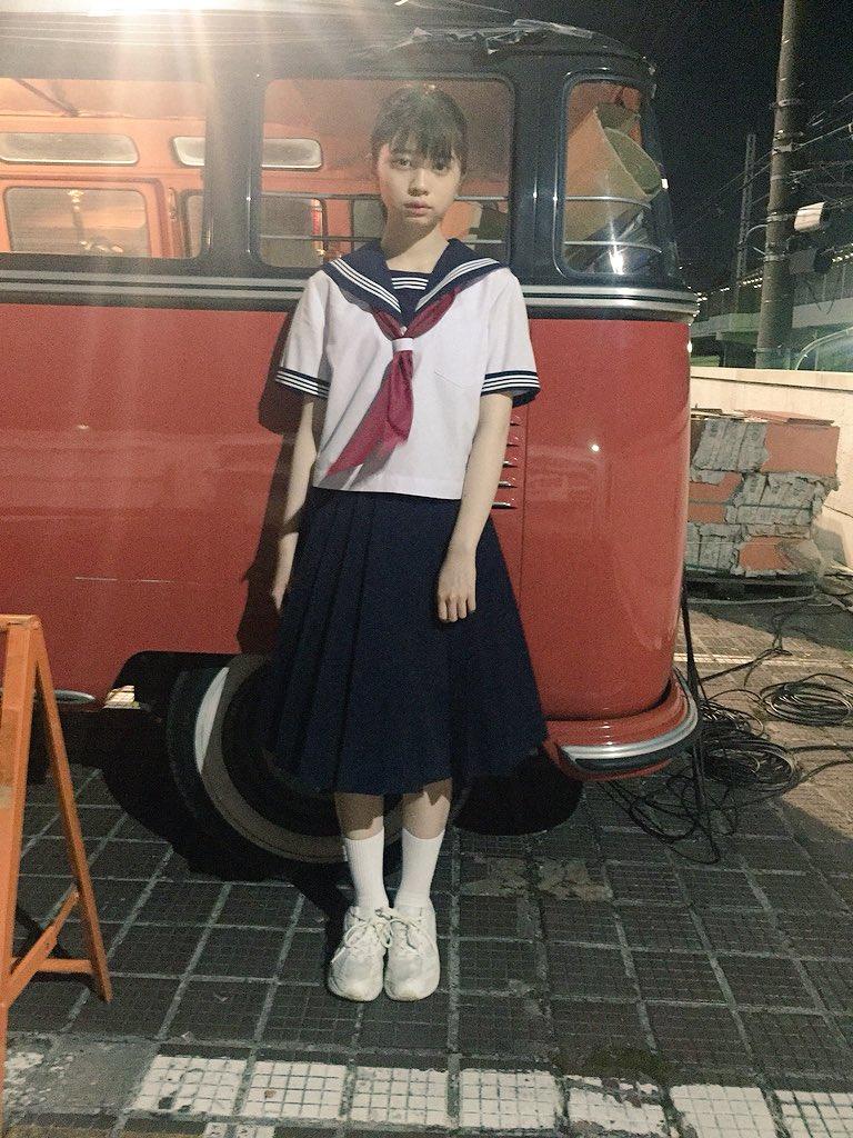 セーラー服姿の桜田ひより