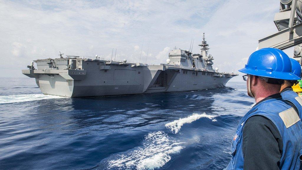 ぴかぴかつながりで・・・駆逐艦ミリアスから撮影された、海上自衛隊の護衛艦「かが」。船体にサビ一つない、ぴかぴかの美人さんですね。https://t.co/SFUwkDFu0L