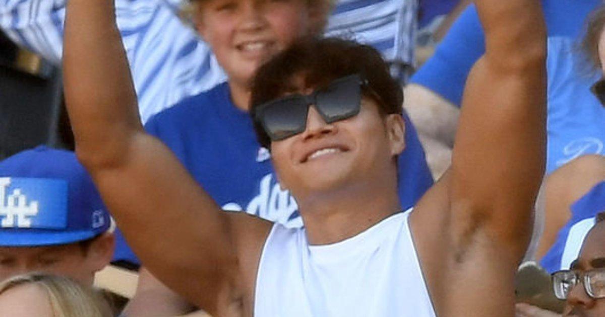 '류현진 시즌 6승 견인' 다저스 응원석에서 포착된 의외의 인물 https://t.co/WsejUCW2Nr https://t.co/mXnHI2dWoa