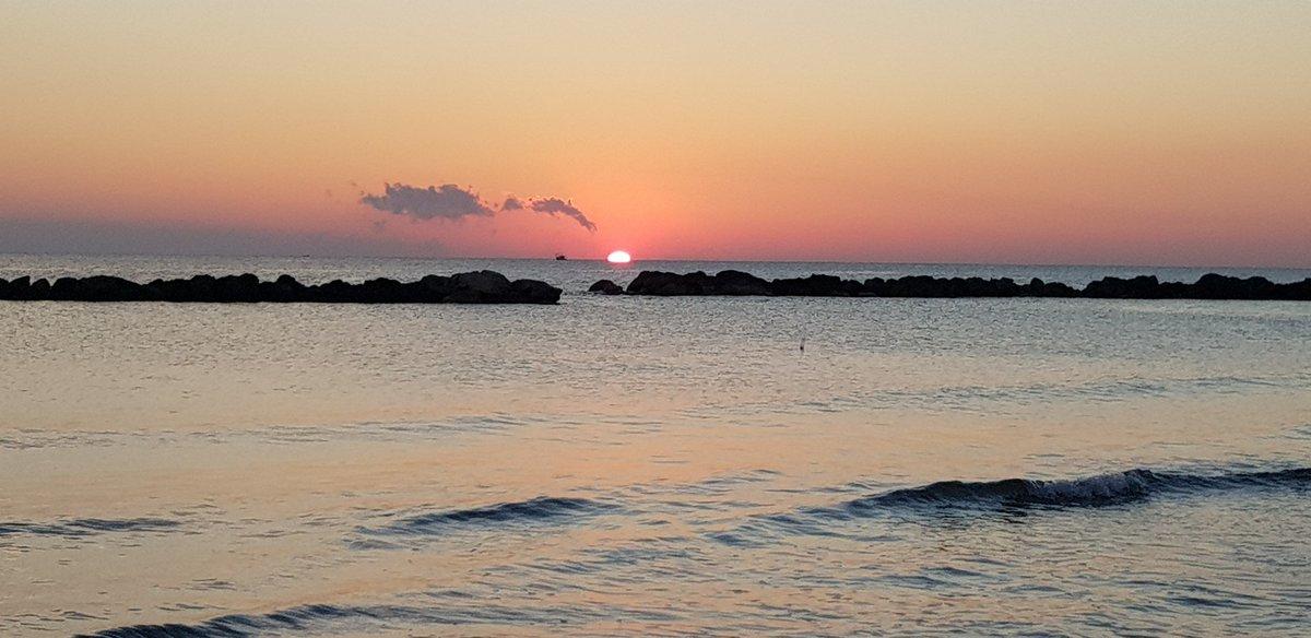 24 Settembre  2018. 0re 06.53. Mare di Pescara. #Pescara. #sunrise. #alba.#mare. #autunno .  - Ukustom
