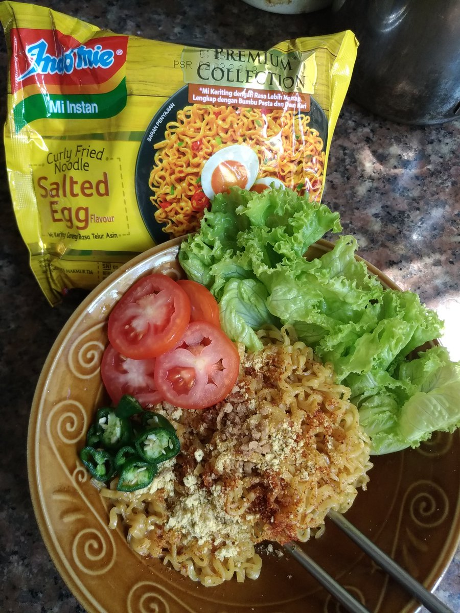 Fannie On Twitter Next Salted Egg Fried Noodles Pimped With Indomie Green Chilli Lettuce And Tomatoes Friednoodles Saltedeggs Ramen Https Tco Cehpweoeac
