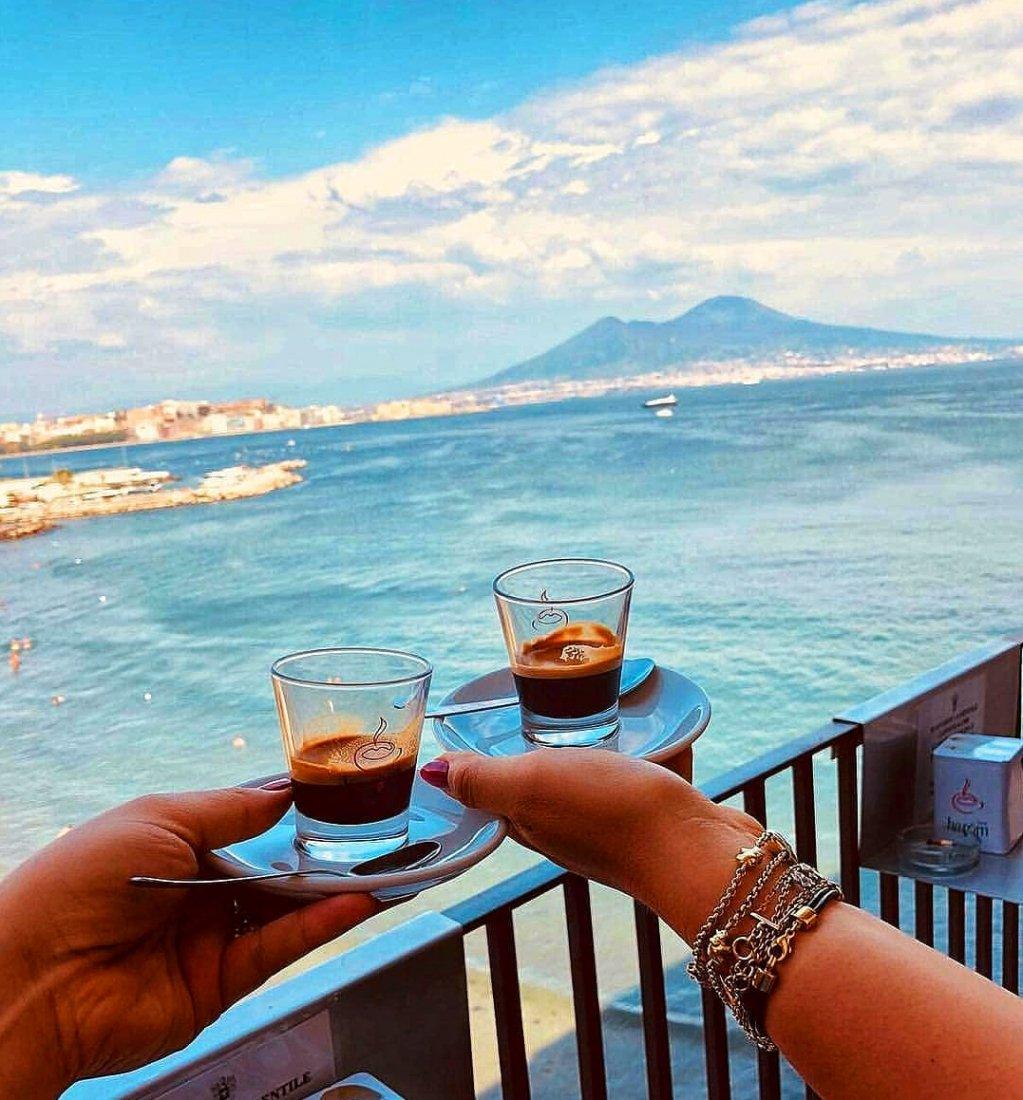 Buongiorno da Casa Beatrice, il caffè lo offriamo noi... http:// www.casabeatrice.it..#casabeatrice #napoli #viaggio #vacanza #soggiorno #buongiorno #caffè #lunedì#airbnb #homeaway #booking #expedia #tripadvisor #trivago #casavacanza #bnb.#fun #holiday…  http:// www.casabeatrice.it  - Ukustom
