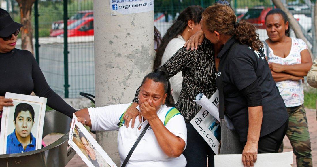 Familias de desaparecidos hacen largas colas en Jalisco para dejar ADN; inhuman 19 cuerpos https://t.co/I5aXcX3xG4