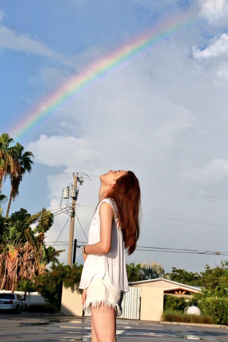19歳になりました☺︎ ラスト十代。 周りの方に支えていただきながらたくさん笑える一年にしたいと思います🌈 みなさんにも会えますように。 いつもありがとうございます! 頑張りますね^ ^ #本物の虹が見れた #ものすごいパワー