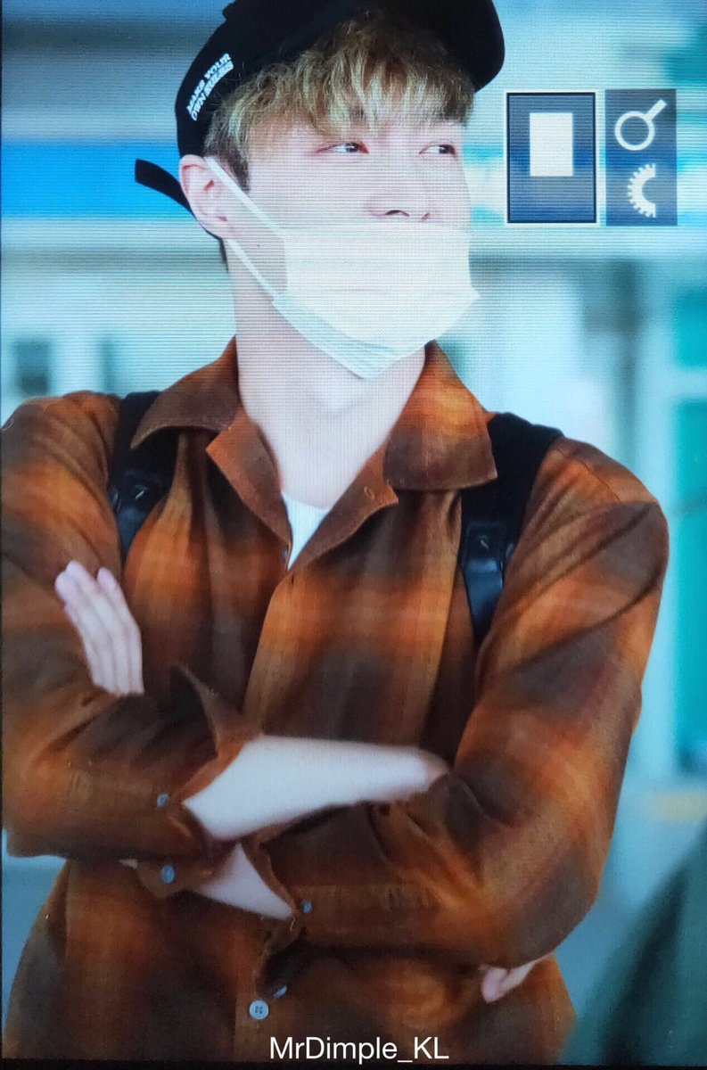 [FOTO] #Lay è atterrato a Seoul#EXO #weareoneEXO #EXO_ComingSoon #EXOPLANET @weareoneEXO @LAY_zhang_  - Ukustom