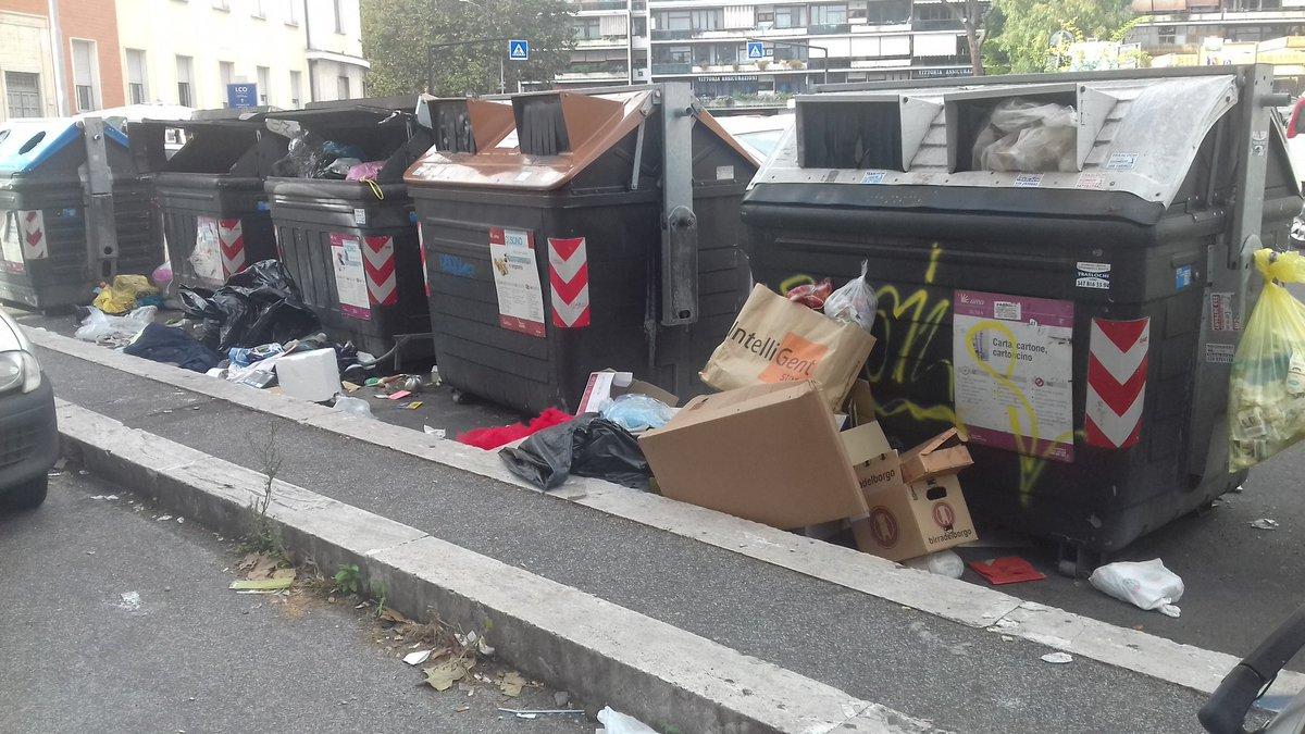 Si dice che #oggi sono vuoti. . . #ROMA #AMA  - Ukustom
