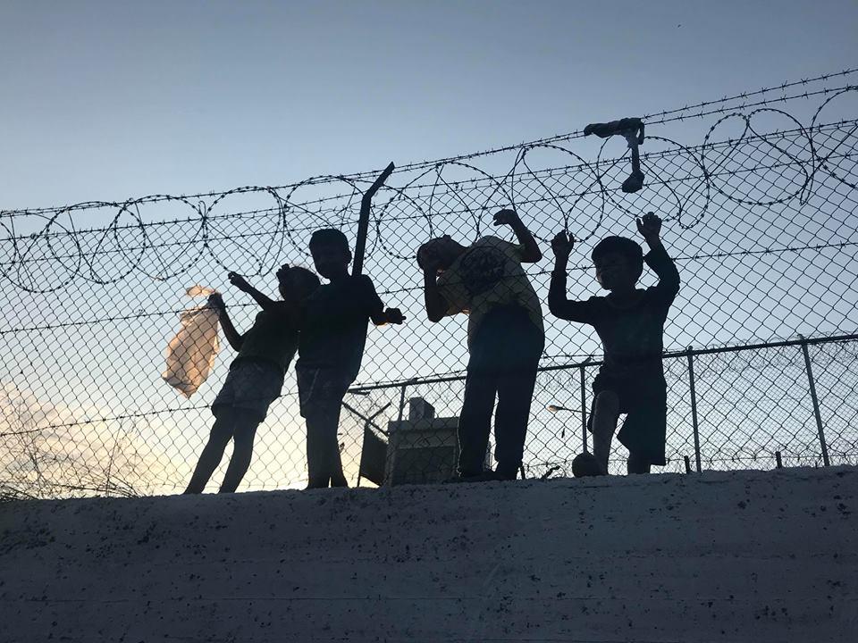 Rubrica: Speciale #HotspotNell'inferno di #MoriaLa testimonianza dall'isola di #Lesvos di Nawal Soufi, attivista per i diritti umani e operatrice indipendente https://bit.ly/2xy0fKs @SoufiNawal #grecia #Moria #migranti #migrazioni  - Ukustom