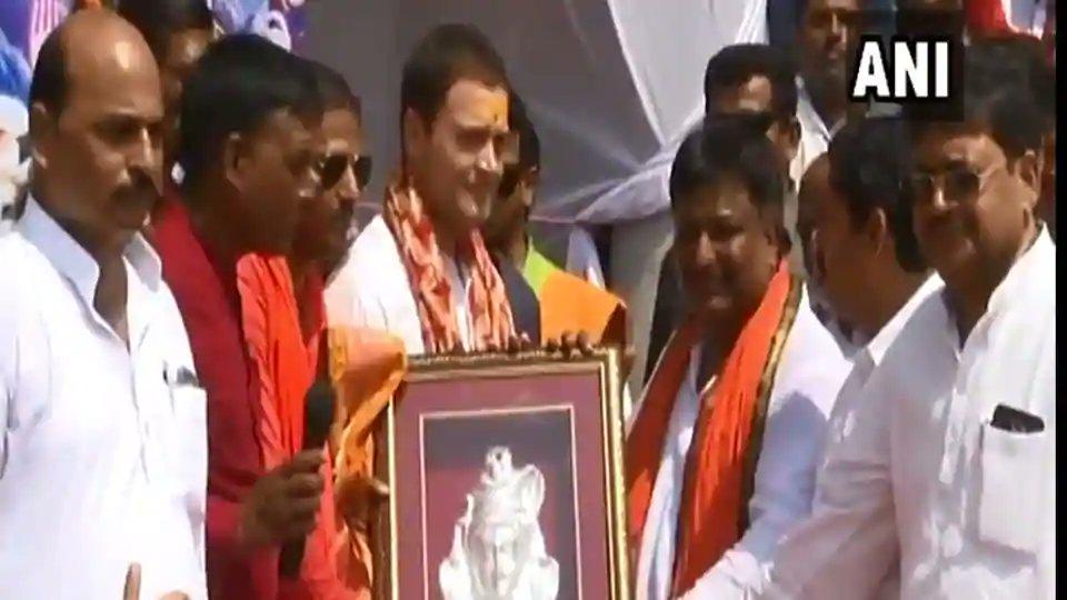 #RahulGandhi gets a 'shiv bhakt' welcome in Amethi, reports @Uraghuvanshi https://t.co/rHAal1Bzy2