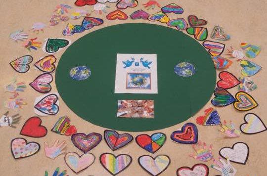 test Twitter Media - Op de D.W. van Dam van Brakelschool in Brakel hebben alle kinderen vrijdag 21 september jl. stil gestaan bij Wereldvrededag. Wereldvrededag is een initiatief van de Verenigde Naties. Er is in alle klassen gesproken over het thema. https://t.co/Rk6U7uqlbF (Bron: Het Kontakt) https://t.co/Vqo5tmBBUN