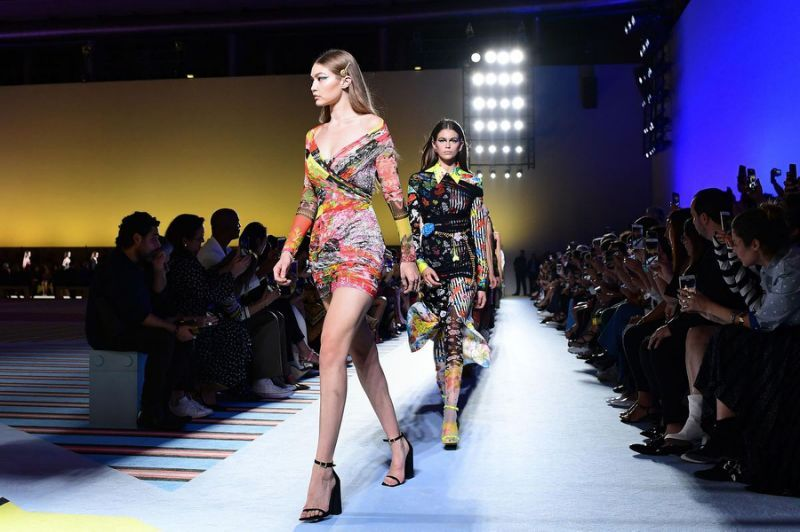 Michael Kors is close to buying Versace for $2 billion https://t.co/rWXowiNWkG