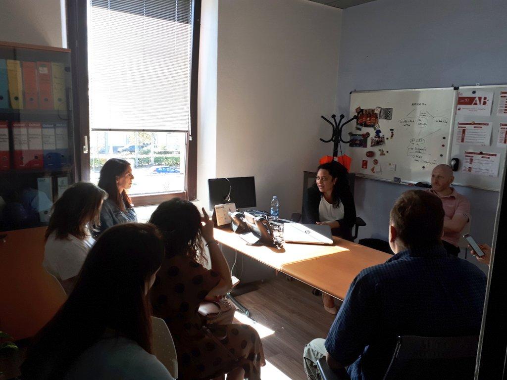 Laura Persaud, Customer Care & Phone Sales Manager, racconta ai #travel #blogger in visita alla nostra sede di Milano il #CustomerCare di Europ Assistance Italia. #YouLiveWeCare #AprovadiFuturo  - Ukustom