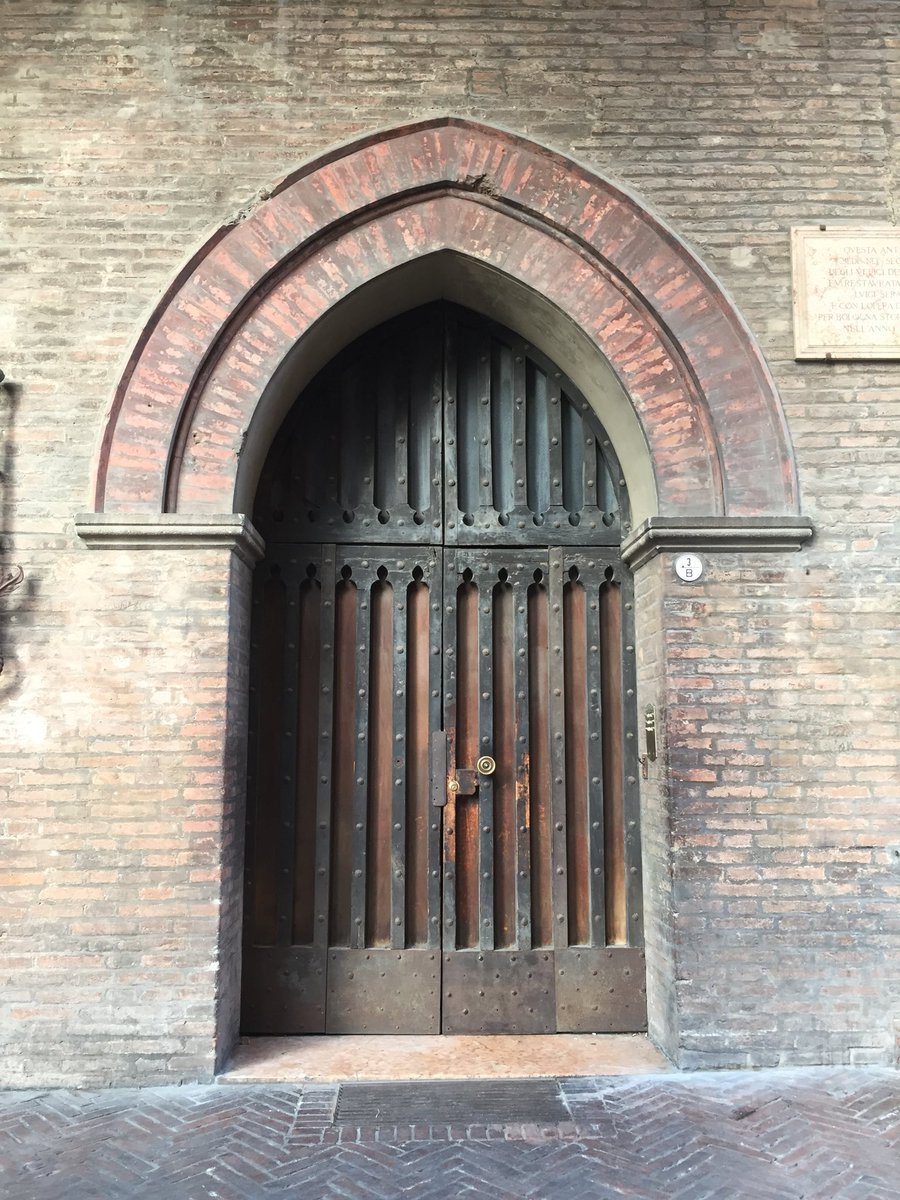Centro StoricoDiscovering #Bologna #Italy #travel #doors #sightseeing  - Ukustom
