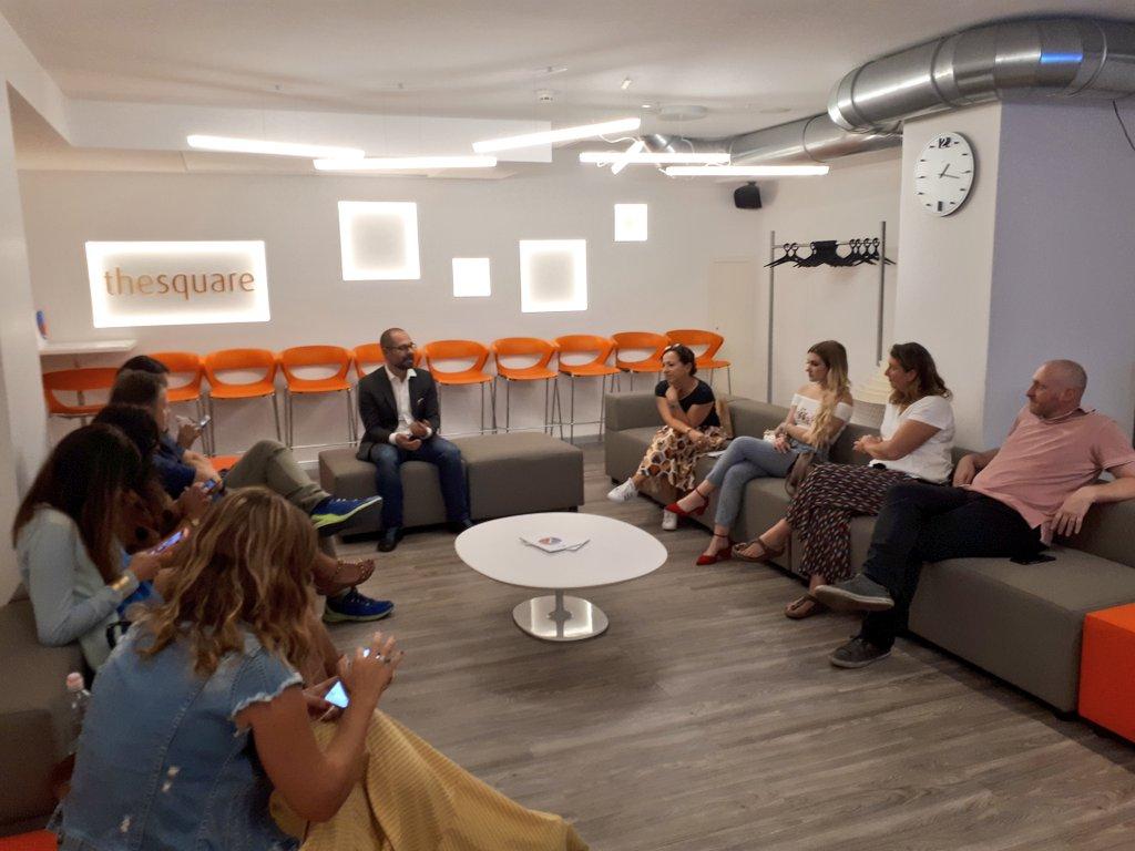Riccardo Torchio, Head of Marketing & Direct Sales, presenta MyClinic ai #travel #blogger in visita alla nostra sede di Milano. #AprovadiFuturo #YouLiveWeCare  - Ukustom