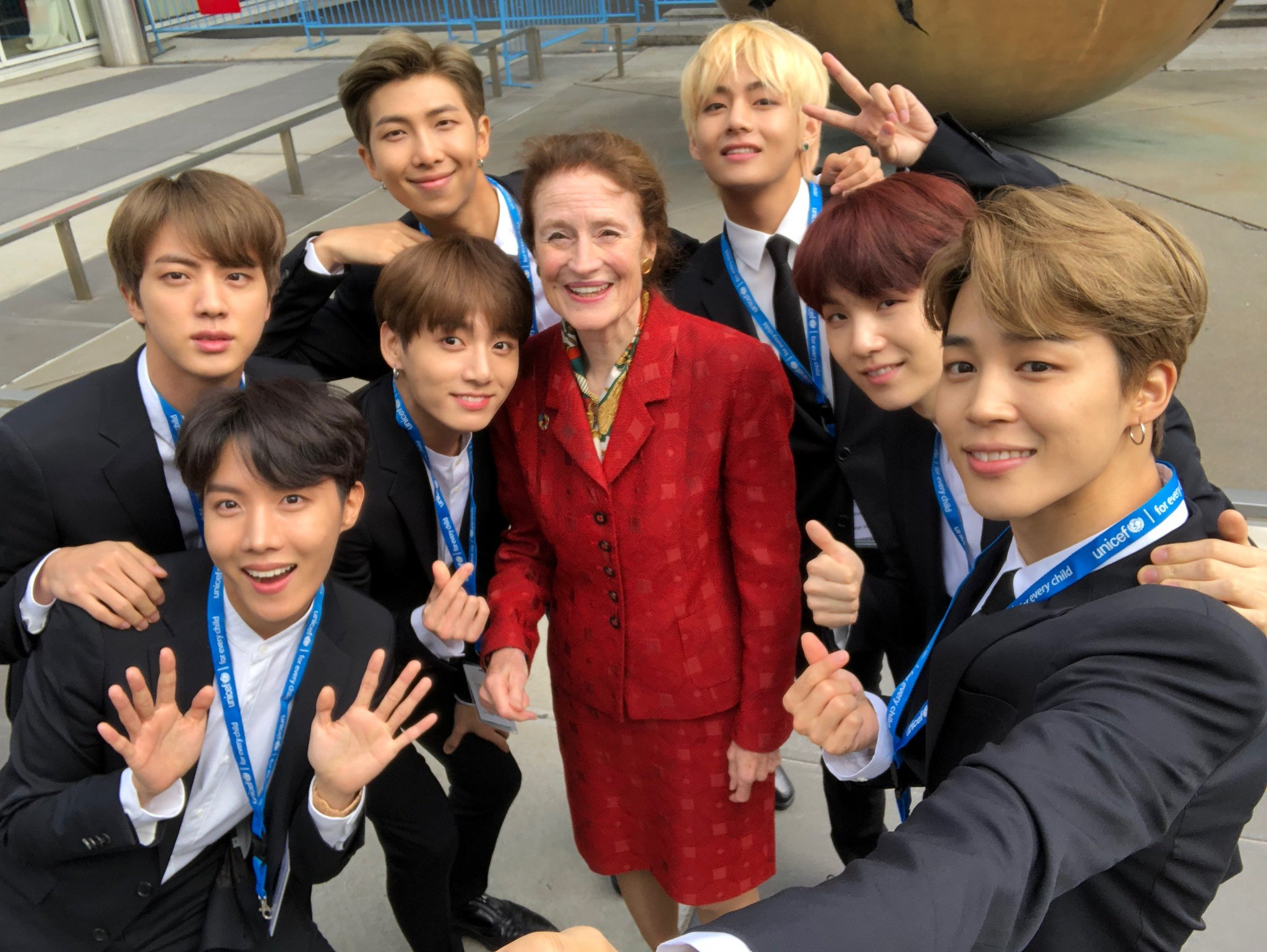 Selfie at #UNGA with @BTS_TWT -  incredible advocates for young people around the world. #GenUnlimited #Youth2030 https://t.co/ZTPDSSHOZt