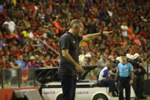 Eduardo Baptista pede demissão e deixa o Sport https://t.co/f39U2jolwh