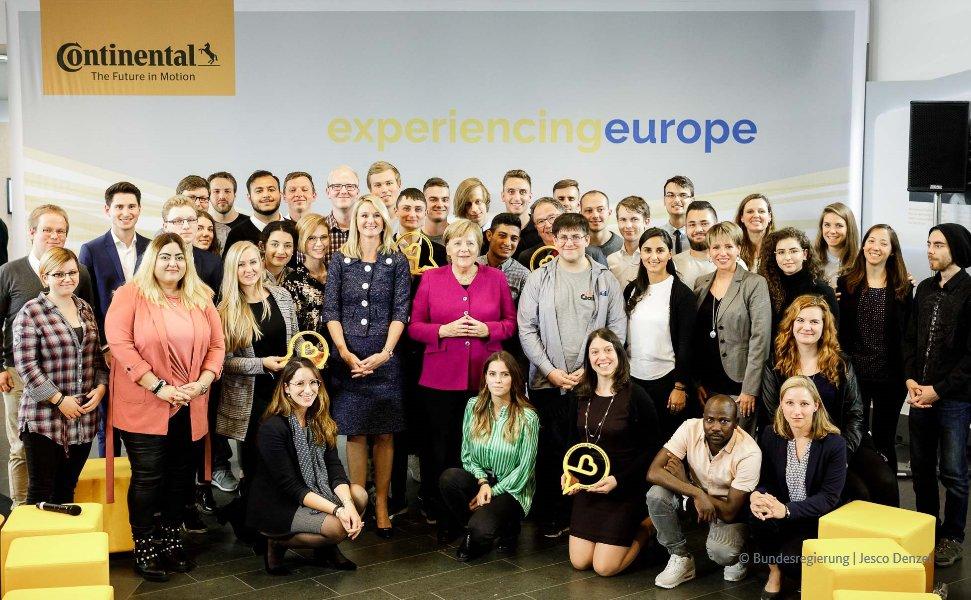"""Kanzlerin #Merkel nach #EUBürgerdialog bei Continental in Hannover: """"Danke an alle Teilnehmer, die heute hier mit mir über #Europa diskutiert haben. Besonders eindrucksvoll waren für mich Ihre Berichte und Erkenntnisse aus den Praktika im europäischen Ausland."""""""