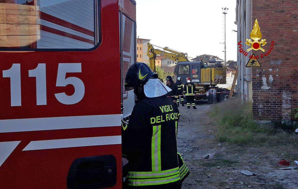 #24settembre 15:47 #Belluno esplosione nel cofano  motore di una macchina operatrice adoperata per lavori ferroviari in un\