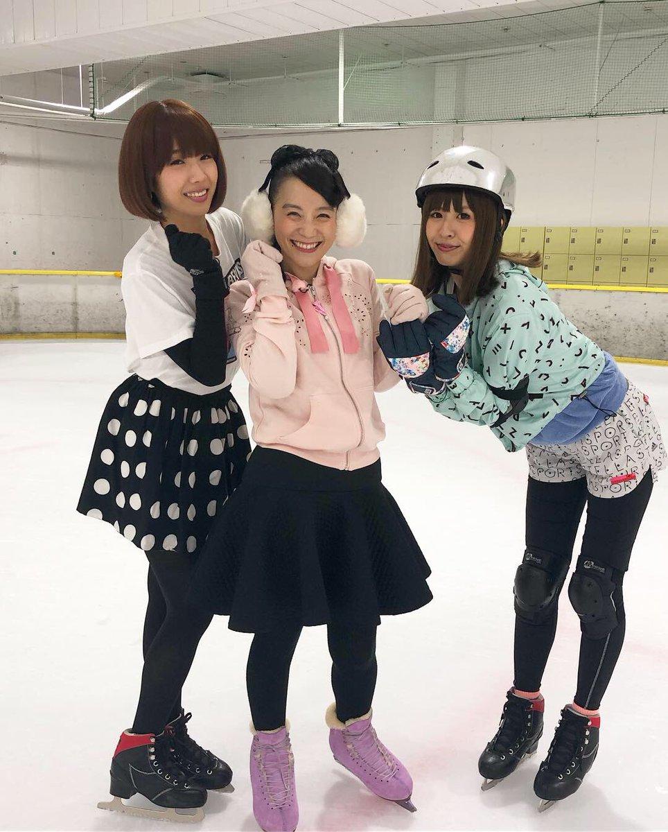 シノバニでしゃちょーがスケートに連れて行ってくれました😊初スケートで滑れなくて、しゃちょーにずっと捕まってた…うまくなりたい。。。