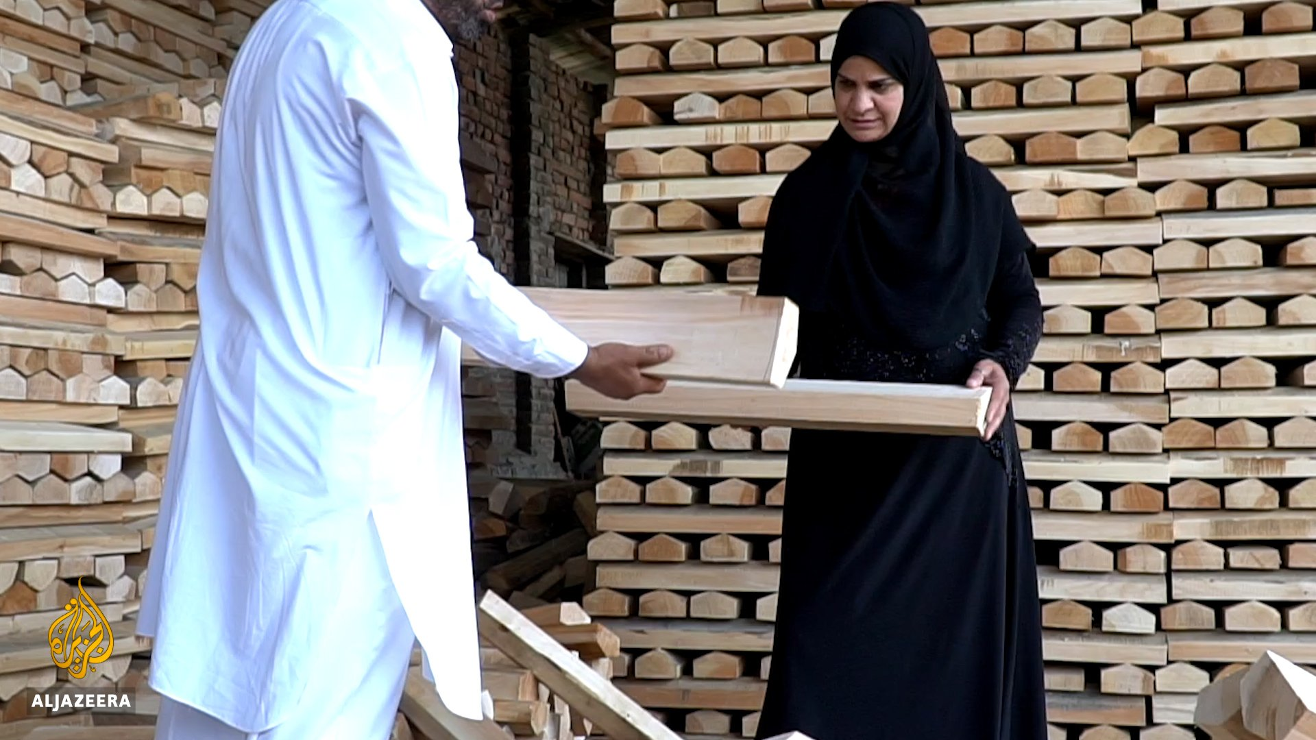 Men dominate cricket bat production in Kashmir, but Rifat Masoodi is hitting back for women. https://t.co/6SgXkHoXAh