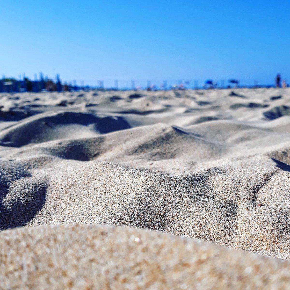 http:// www.instagram.com/p/BoHAUyyHg2C/sabbia e orizzonti#sand #horizon #landscape #beach #summer #sea #sky #bluesky #macro #september #lastdayofsummer #seabyautumn #sabbia #orizzonte #spiaggia #mare #estate #cielo #cieloazzurro #settembre #ultimogiornodestate #maredautunno #pescara  - Ukustom