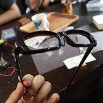 まさにコレアニメでよく見るメガネがキランのシーンをリアル化しております