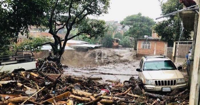 Intensas lluvias en Peribán, Michoacán, desbordan dos ríos; reportan una persona muerta y varios daños https://t.co/AM44F3m4Ko