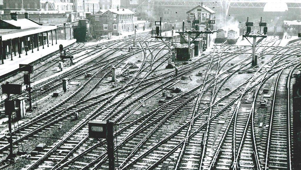 3 Great Northern Railway. King/'s Cross York Road Railway Station Photo