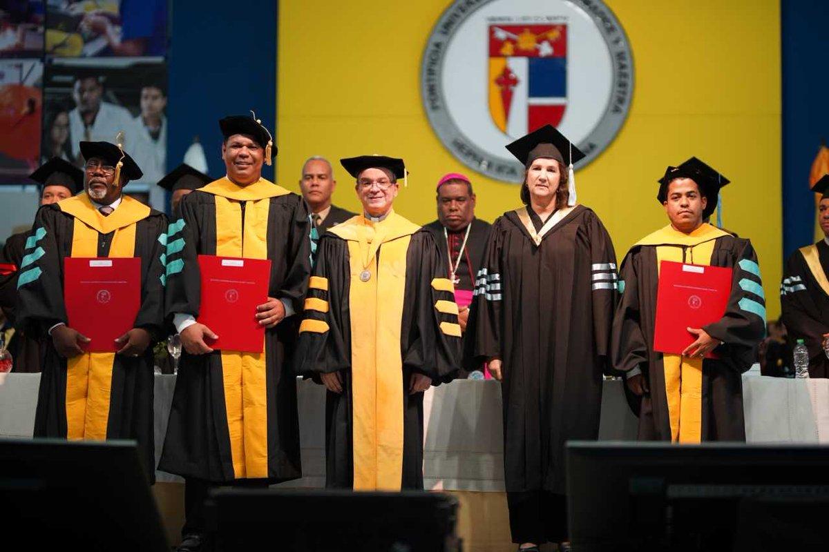 PUCMM gradúa promoción del primer doctorado con título propio del país