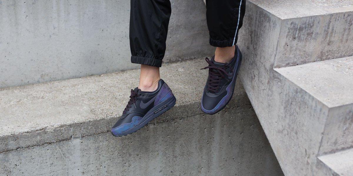 9ae5637de NEW IN ! Nike Wmns Air Max 1 Lx - Oil Grey/Oil Grey-Oil Grey SHOP HERE :  http://bit.ly/2NEkss8 pic.twitter.com/O6sQ5IpaQ1