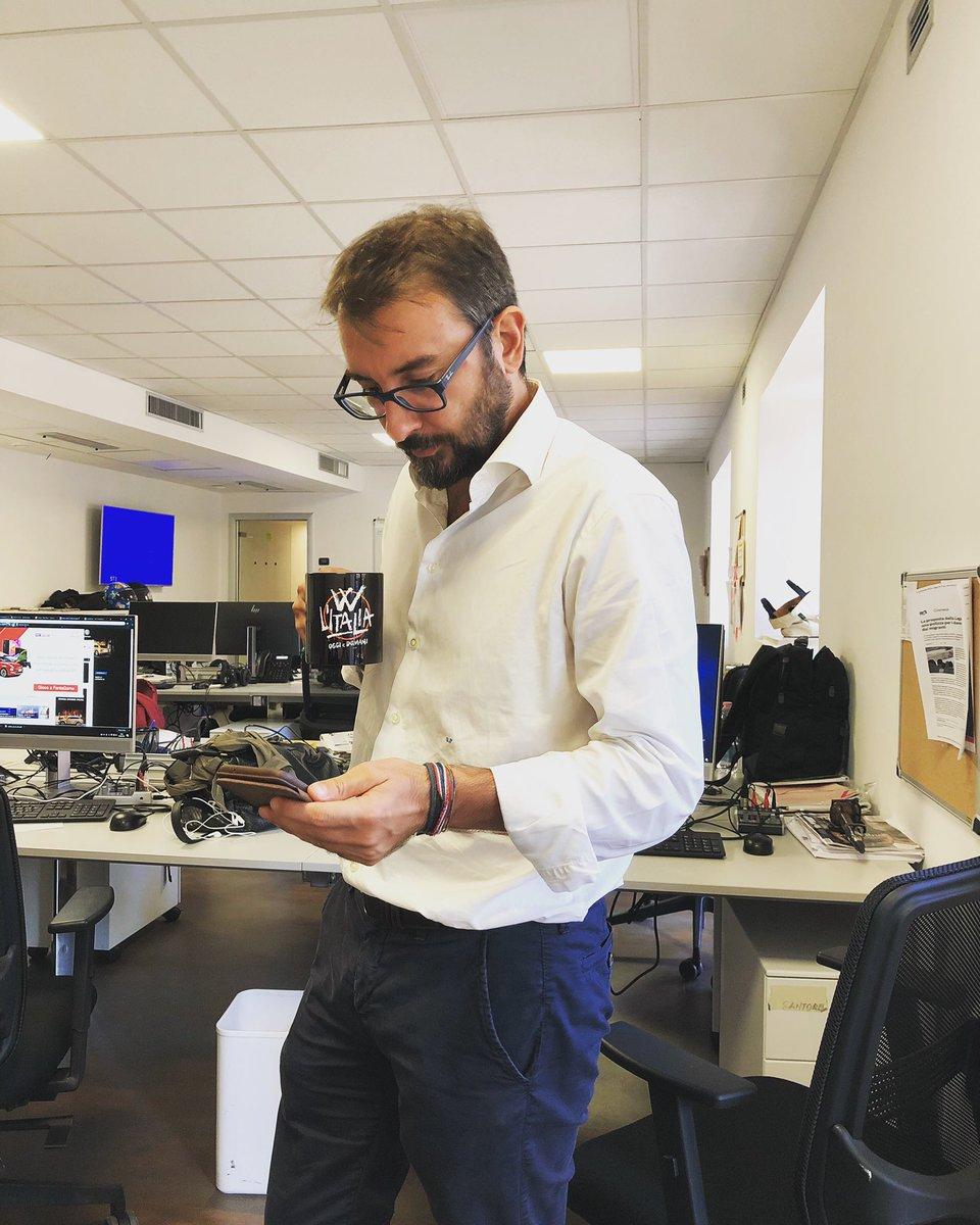 Vita di redazione. Preparando la nuova puntata di #WLItalia, giovedì in prima serata su #Rete4  https:// www.instagram.com/p/BoHQHSvFS-x/  - Ukustom