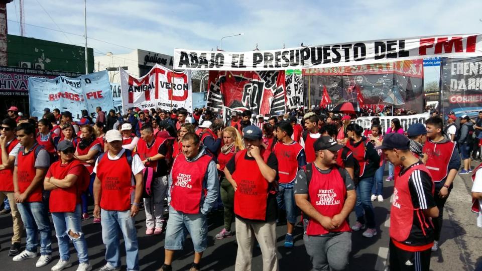 #Argentina #Adesso cominciano le 36 ore di sciopero generale e mobilitazione contro la finanziaria, mentre il presidente incontra Trump e #FMI negli Stati Uniti. Cariche della polizia contro i movimenti a Buenos Aires, tra due ore manifestazione a Plaza de Mayo #staytuned  - Ukustom