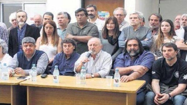 Gremios argentinos van a paro general por 36 horas https://t.co/4mZXa3L9MZ  La jornada de protesta incluye cortes de ruta y movilización a Plaza de Mayo