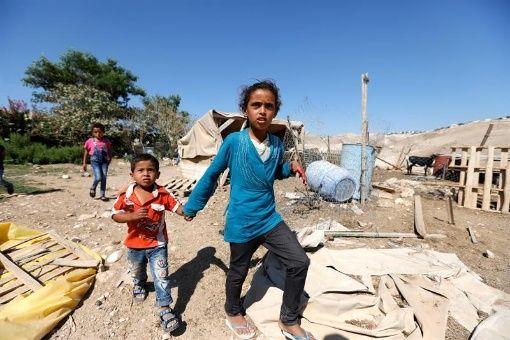 #Israel🇮🇱 exige a residentes de Jan al-Ahmar demoler sus casas https://t.co/LjUvNWFnvg  El gobierno israelí ha advertido a los beduinos de Jan al- Ahmar que tienen de plazo hasta el 1 de octubre para demoler sus casas