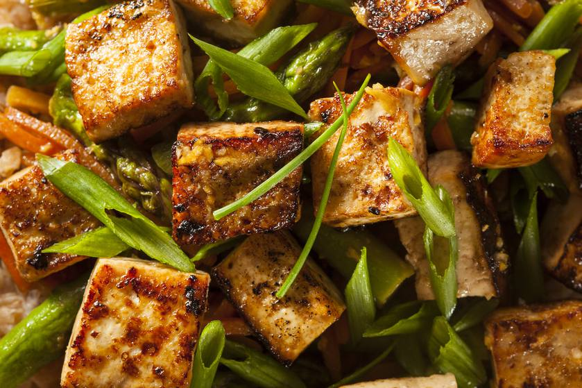 This ginger orange tofu stir fry is perfect for a #MeatlessMonday dinner https://t.co/JUygxygAip https://t.co/xcQRaIOmM1