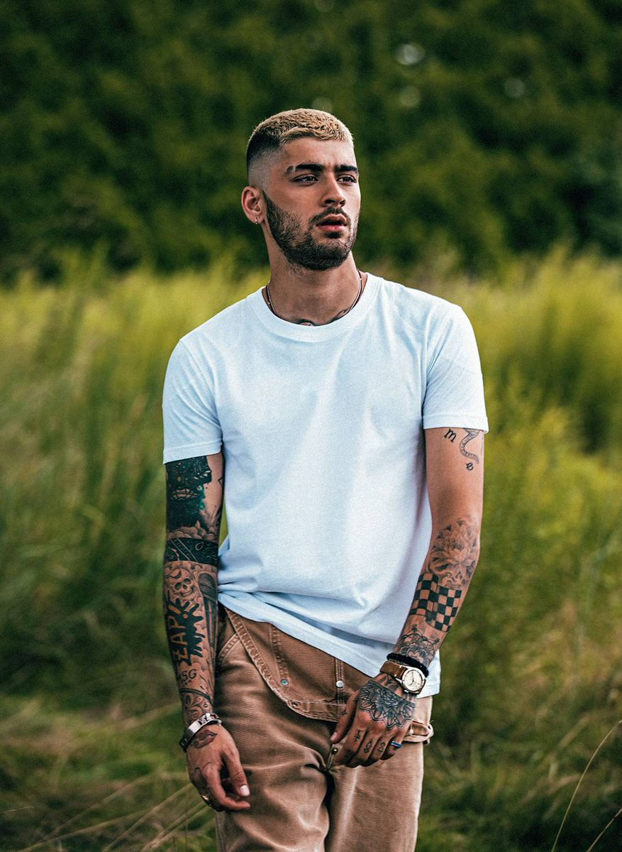 As the world waits for his second album, @MissVogueUK adds @Zayn to the boys ruling 2018.  https://t.co/Xp9V7gTnB3