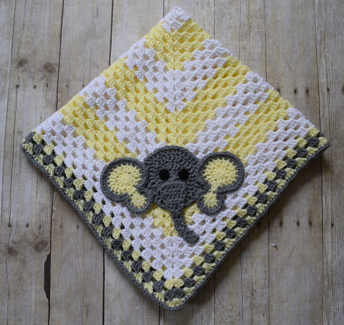 Sitting Elephant Blue and White Baby Blanket / Crochet Baby | Etsy | 1135x1200