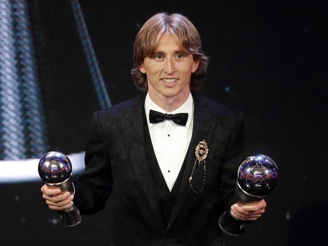 Modric vince il Best Player Fifa award 2018 e spezza il duopolio Messi-Cr7 https://t.co/vs4JqJJfs0