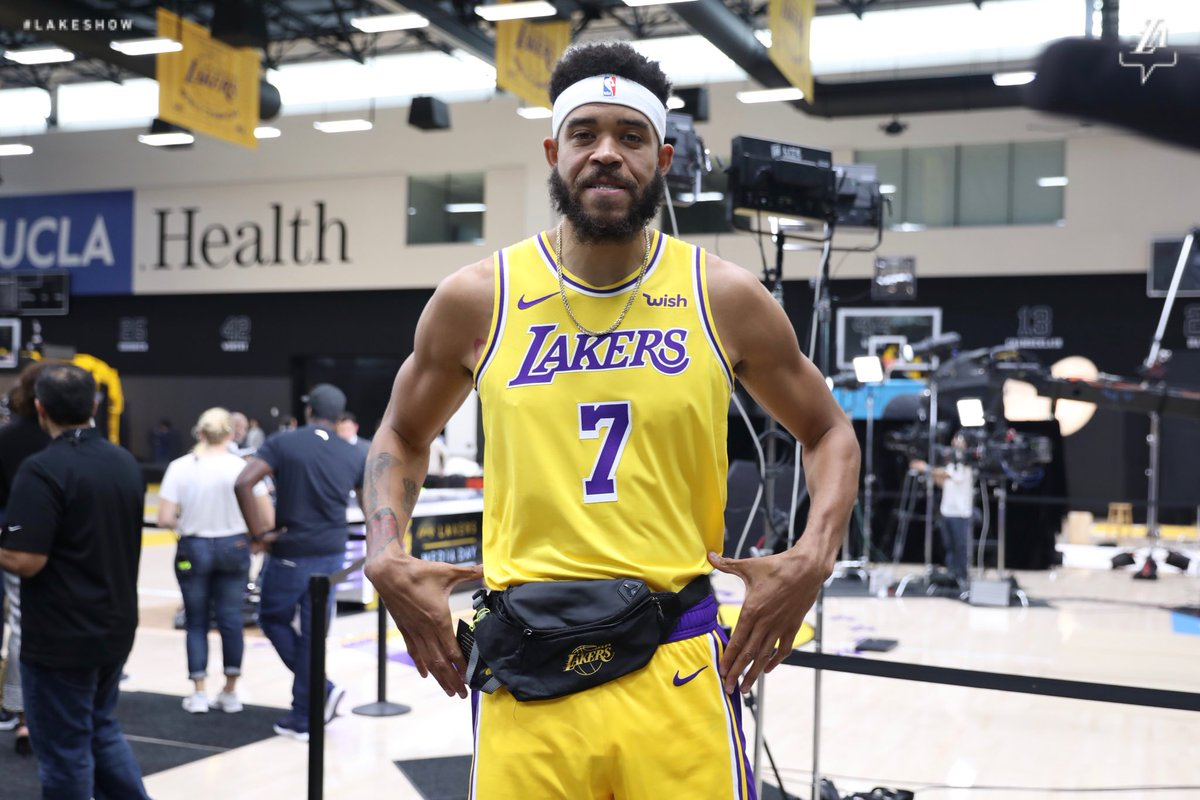 New team, new fanny pack. 😂  (📸: @Lakers)