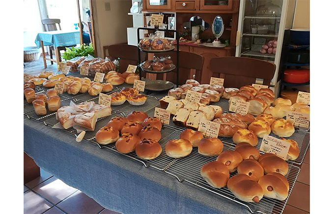 【NEW】 クルーズトレイン「ななつ星in九州」で採用された、#湯布院「グランマ」のふわふわパン ⇒https://t.co/pv8BIUAKmY どのパンも、ふんわり、もっちり、ほのかに甘い!老若男女問わず愛されるお店☆
