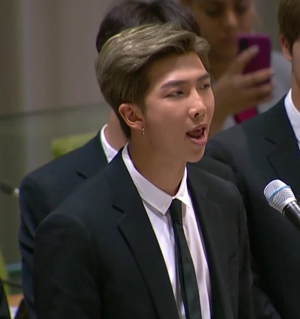 #BTS's #RM gives very inspiring speech at the #UnitedNations headquarters in New York City during its #GenerationUnlimited ceremonial event!👏👨🎤🇺🇸🕺🕺🕺🕺🕺🕺🕺👑 https://t.co/vFXAzf7Ymb