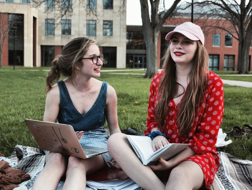 So September is almost over and you're still a little lost when it comes to this whole 'college' thing. No worries, we've all been there. Here's what to expect for the rest of the semester: https://t.co/RvAdIqSBrj