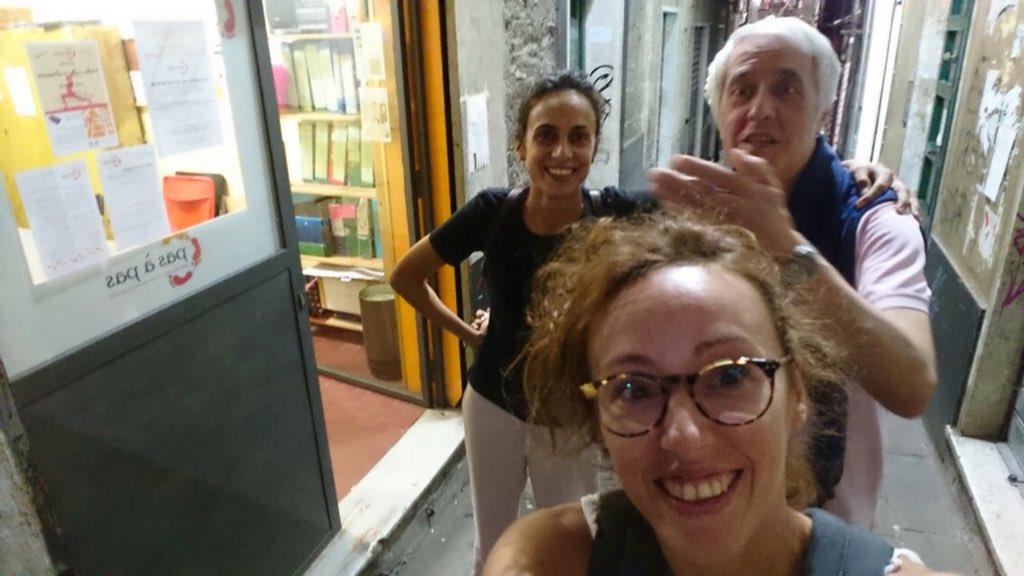 Grande affluenza stasera!Sono venute tre persone a fare il test di livello, una nuova volontaria e una persona si è iscritta ai corsi di lingue straniere! @alicetripi, Giovanna e il mitico Elio vi augurano buona serata! #PasàPasFamily #volontariato #Genova  - Ukustom