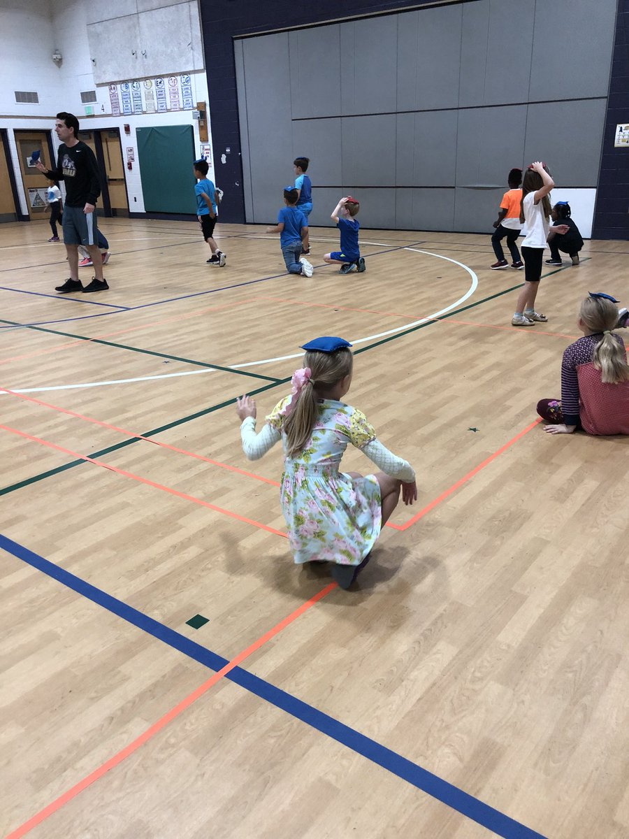Working on levels and balancing acts with our second graders! They may have bean bags on their head but that doesn't mean they're bean heads! <a target='_blank' href='https://t.co/sUkeFHNxBx'>https://t.co/sUkeFHNxBx</a>