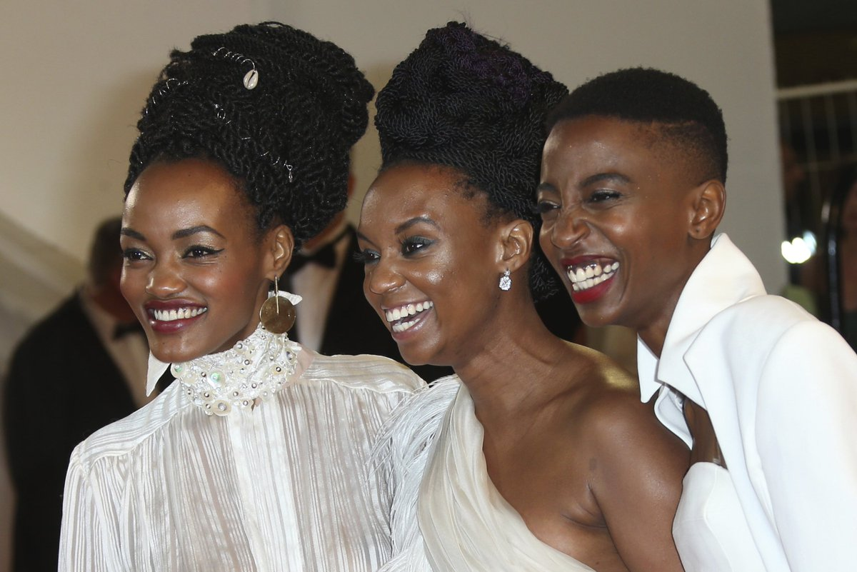Kenyan film 'Rafiki', which was temporarily banned for 'promoting lesbianism' (same-sex sexual relations are criminalized under colonial-era laws), sold out its first screenings in Nairobi 🏳️🌈